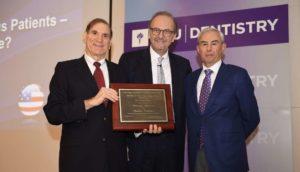 Prof. Dr. Daniel Buser erhält Eskow Implant Dentistry Award