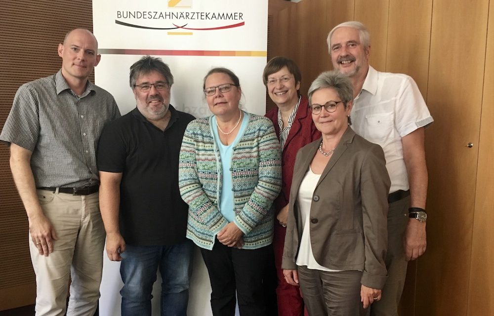 """Expertengruppe """"Erhaltung und Förderung der Mundgesundheit in der Pflege"""" sucht neuen Standard"""