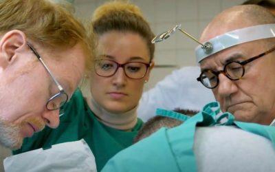 Expertenteam diskutiert über Tizio-Implantat